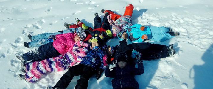 Barvice uživale na snegu
